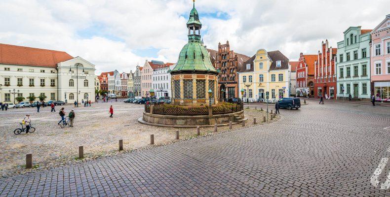 Marktplatz Wismar - © Anibal Trejo/Shutterstock.com